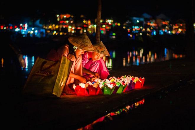 Lễ hội Đèn lồng hàng tháng nhằm nguyện cầu những điều hạnh phúc, tốt lành đến người thân, bạn bè