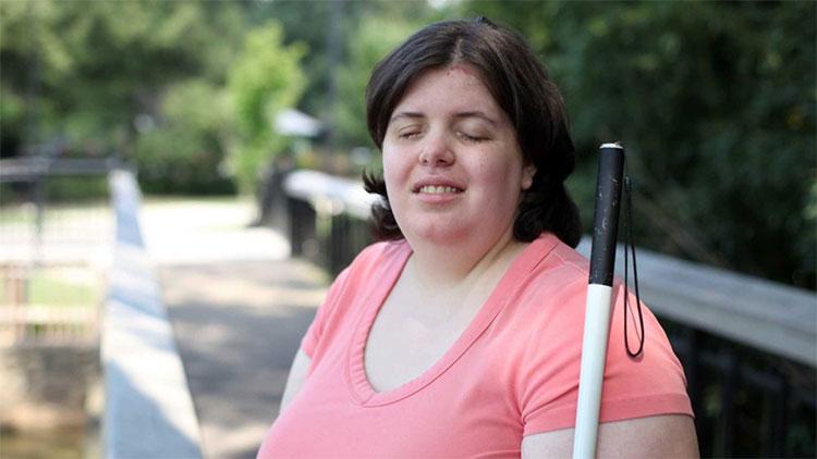 Jewel mắc chứng BIID khiến cô mong muốn được mù.