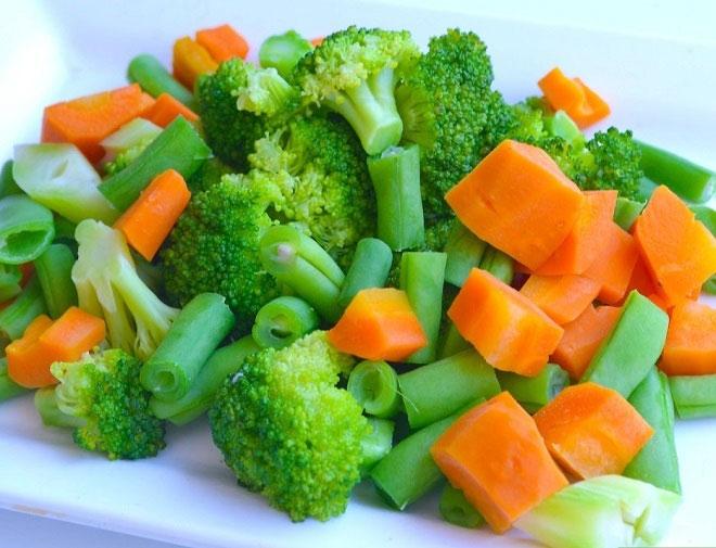 Luộc hoặc xào rau, không nên nấu quá lâu và cho quá nhiều rau vào chảo, làm mất mùi vị của rau.