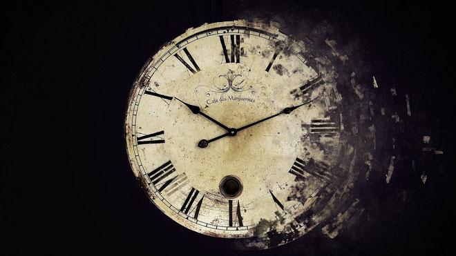 Nếu thời gian sụp đổ, con người cũng sẽ đánh mất đi cái tôi của mình, chúng ta sẽ không còn biết mình là ai.