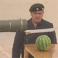Xe tăng Nga biến thành máy gọt hoa quả khổng lồ