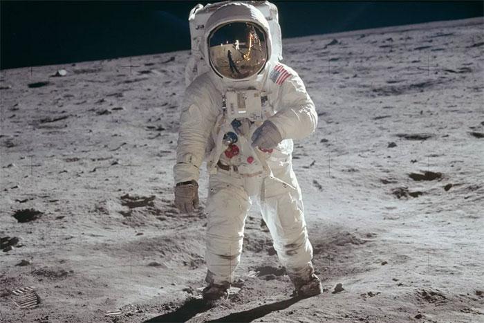 Bức ảnh Buzz Aldrin đứng trên Mặt Trăng do Neil Armstrong chụp.