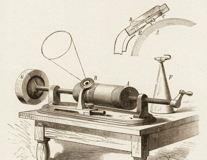 Một phiên bản máy ghi âm do Thomas Edison sáng chế.