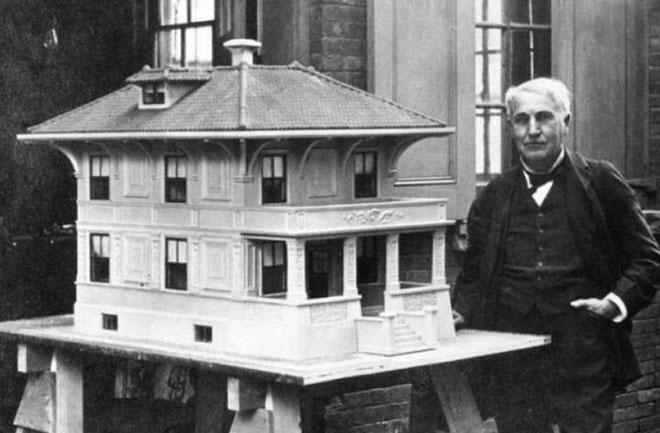 Thomas Edison trình diễn mô hình nhà bê tông.