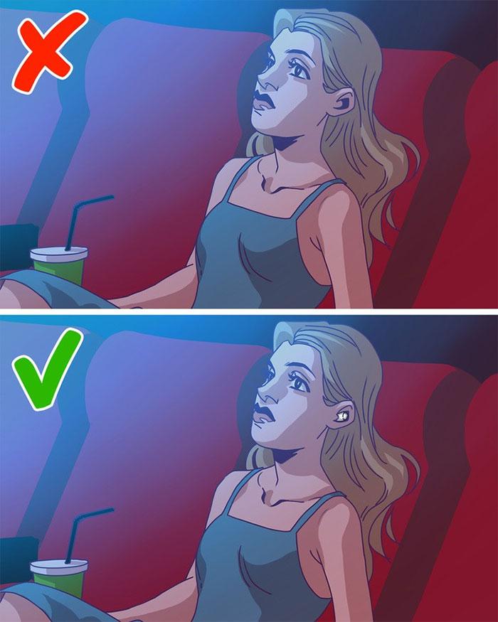 Đeo nút tai là cách giúp bạn xem phim hết sức thoải mái