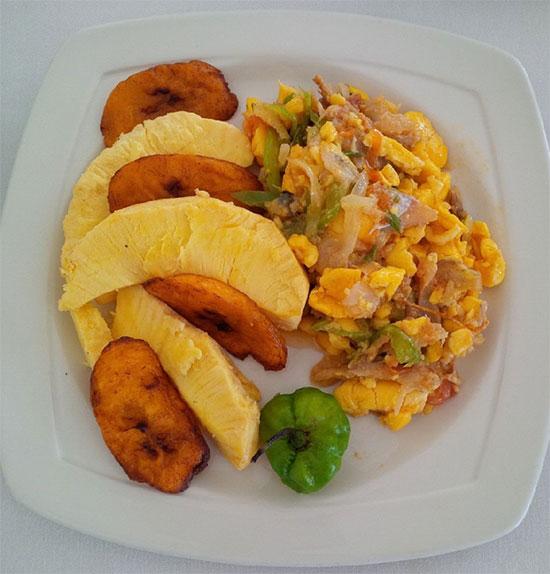 Món ăn quốc hồn quốc túy của Jamaicađược làm từ quả Ackee.