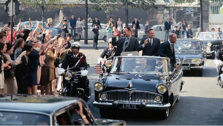 Các phi hành gia ở Paris, Pháp ngày 8 tháng 10 năm 1969.