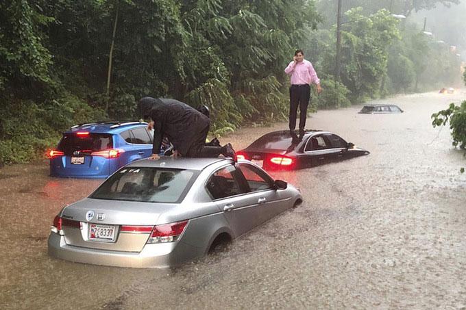 Nhiều xe hơi bị chết máy trên đường Canal ở Washington