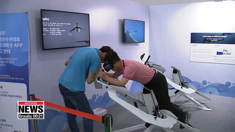 Nhờ các thiết bị công nghệ thực tế ảo, mọi người có thể học bơi, trải nghiệm cảm giác lặn sâu