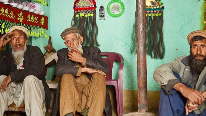 3 ông lão ở thung lũng Bishigram, những người cuối cùng biết tiếng Badeshi.