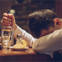 """Ngoài hút thuốc thụ động, giờ đây còn có cả """"uống rượu bia thụ động"""" và nó cực nguy hiểm"""