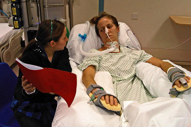 Kate Allat hồi phục cơ thể sau 11 tháng bị đột quỵ.