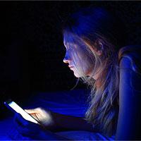 Ánh sáng xanh là gì? Ánh sáng xanh có hại cho cơ thể như thế nào?