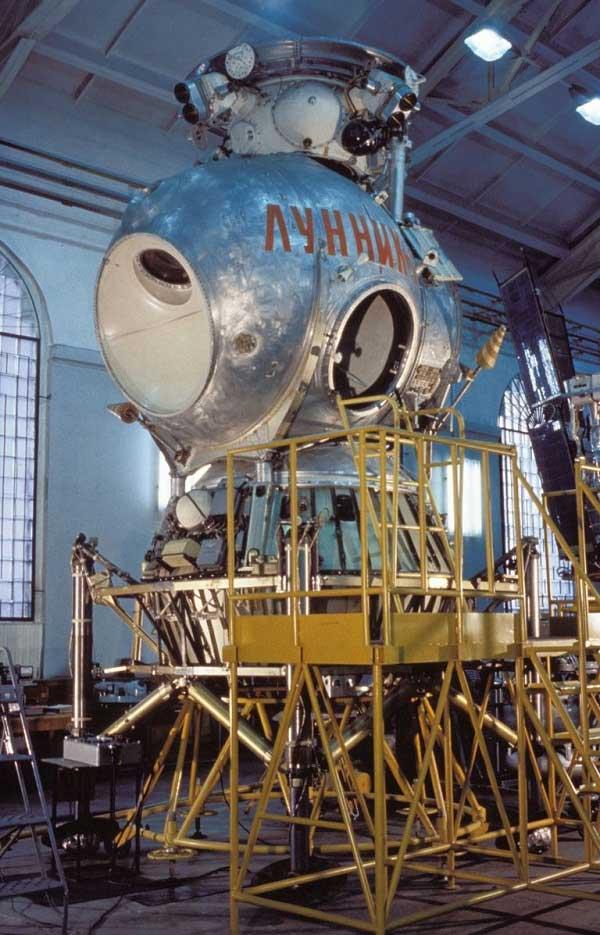 Tàu đổ bộ mặt trăng có người lái Lunik 1