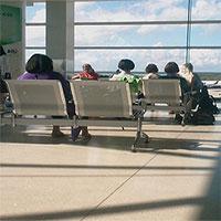 """Mẹo """"chung sống vui vẻ"""" với các chuyến bay delay nhiều giờ"""