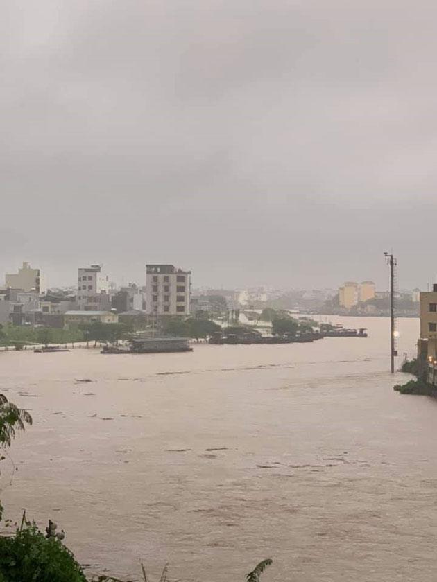 Nước sông Ka Long ở Móng Cái dâng cao.
