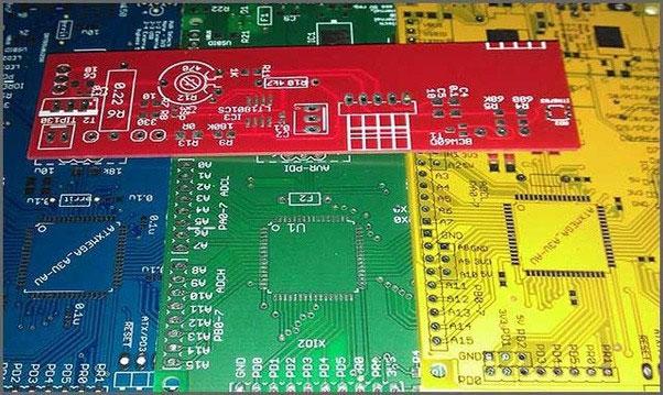 Đại đa số các hãng điện tử khác lại thường chọn màu xanh lá cây cho bảng mạch của mình.