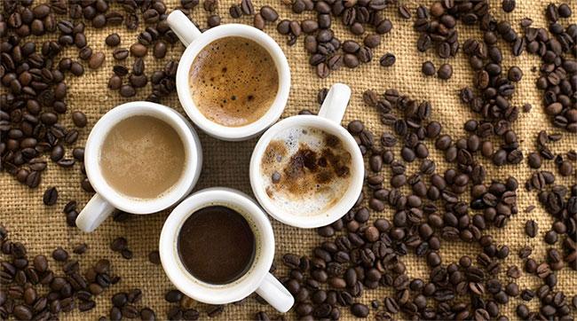 Không nên uống cà phê khi vừa mới ngủ dậy và khi đói bụng.