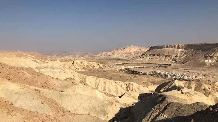 Sa mạc Segev chứa hồ nước cổ niên đại hàng trăm nghìn năm.