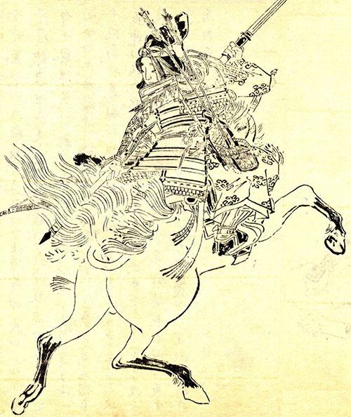 Trong một truyền thuyết, Tomoe đã chặt đầu một tên lính địch trên yên ngựa.