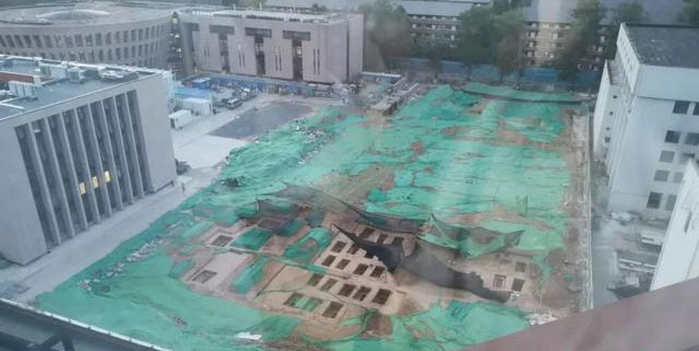 Hơn 90 huyệt mộ được phát hiện ngay trong khuôn viên đại học danh tiếng nhất Trung Quốc.