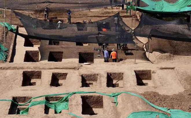 Hàng loạt ngôi mộ cổ được phát hiện khi nhà trường dự định xây một công trình dân dụng ở đây.