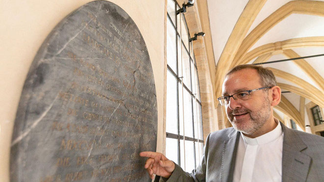 Bia mộ bằng đá tại Bảo tàng tại Bamberg