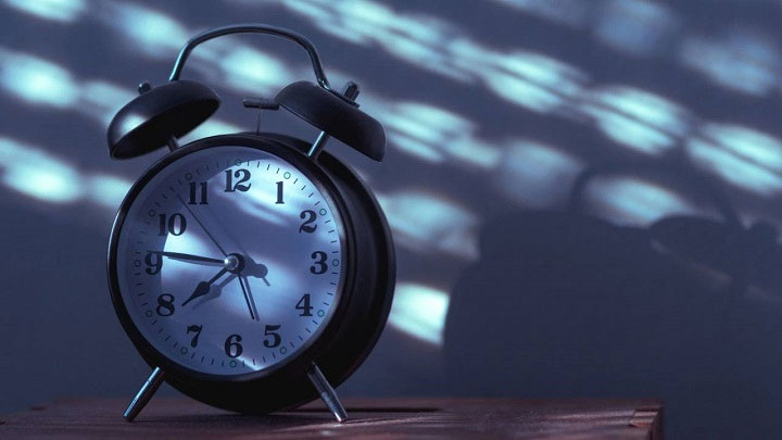 Ngủ tiến bộ mô tả những người hàng ngày đi ngủ và thức dậy rất sớm so với hầu hết mọi người.
