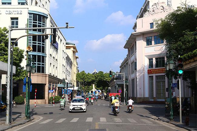 Nhà hát Lớn Hà Nội nằm cuối phố Rue Paul Bert.