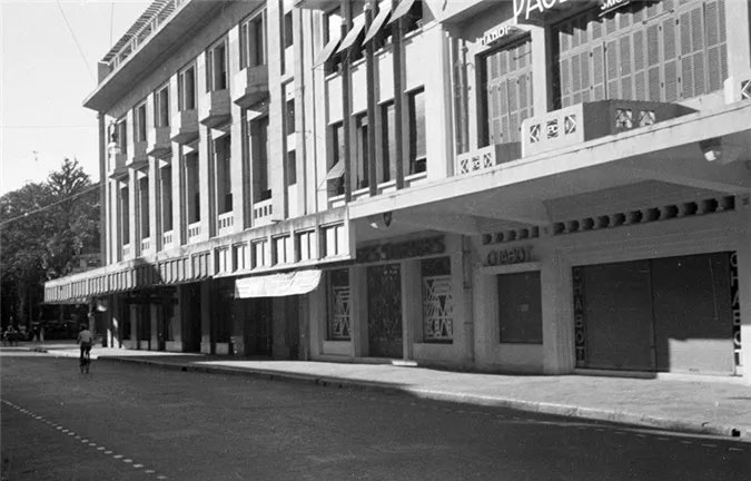 Đầu phố Rue Paul Bert, gần ngã tư Paul Bert - Francis Garnier.