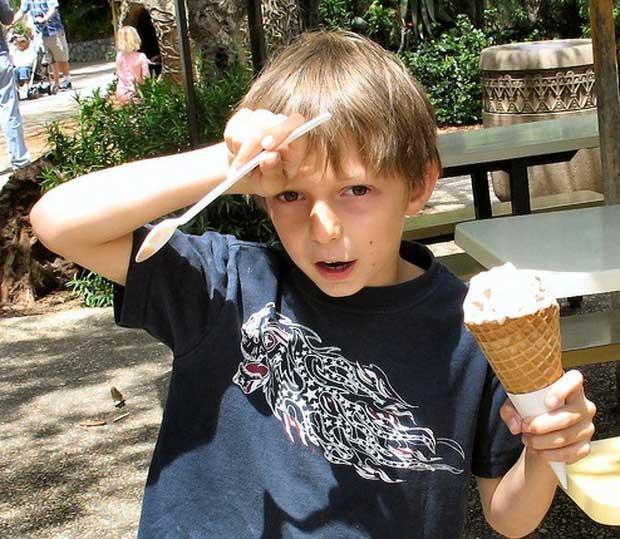 Buốt óc vì ăn kem lạnh