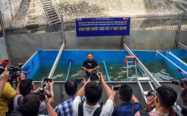 Đơn vị thí điểm làm sạch sông Tô Lịch tổ chức buổi trình diễn kết quả ban đầu của quá trình xử lý nước sông Tô Lịch