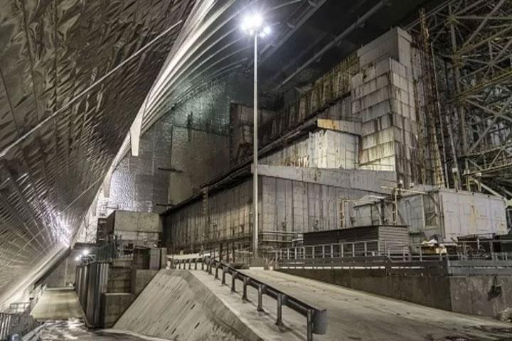 Quang cảnh bên trong quan tài thép mới bao trùm nhà máy Chernobyl.