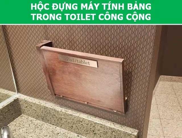 Hộc đựng máy tính bảng trong toilet công cộng