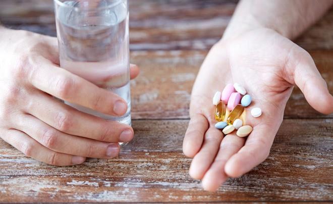 Bạn nên uống vitamin tổng hợp sau bữa ăn sáng.