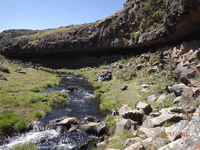 Tổ tiên của con người từng sống trên núi cao 4.000m (trong ảnh) để tránh Kỷ băng hà giá lạnh và khô cằn.