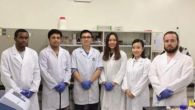 Nhóm nghiên cứu tại Phòng thí nghiệm của Đại học Hiroshima.