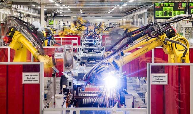 Robot thường thấy trong các nhà máy: Nặng nề và làm công việc có tính lặp lại.