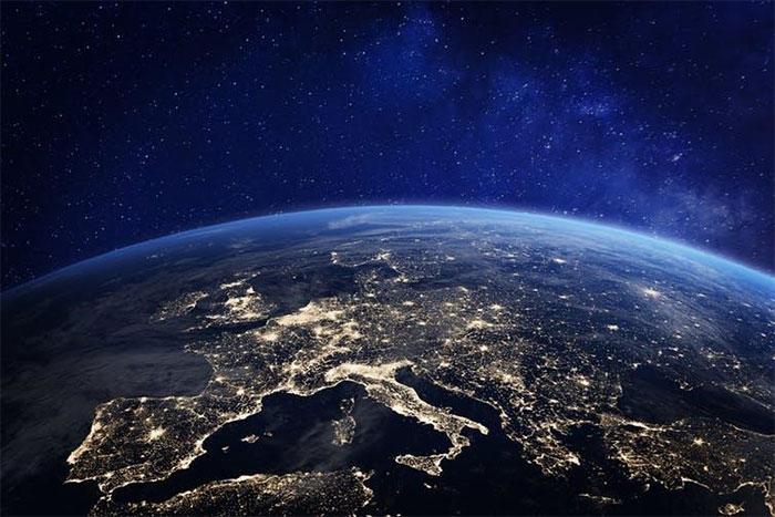 Ban đêm ở châu Âu nhìn từ vũ trụ
