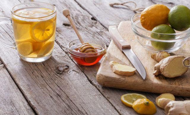 Mật ong và gừng có chứa chất chống oxy hóa, kháng sinh, kháng khuẩn và chống viêm.
