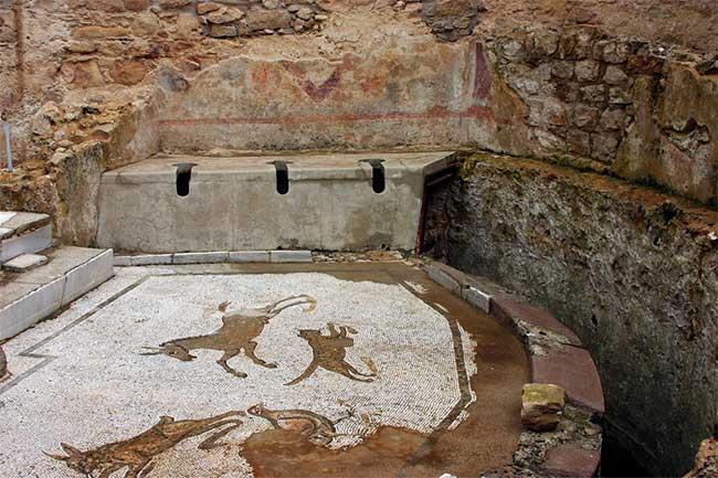 Nhà vệ sinh công cộng trong đấu trường La Mã.