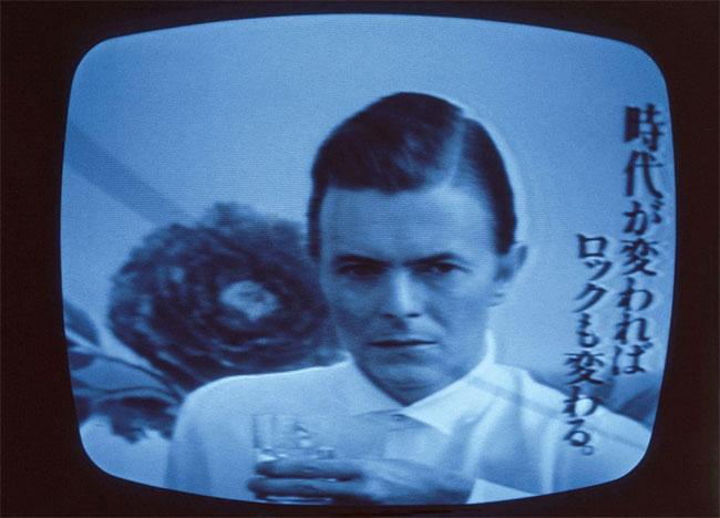 Siêu sao David Bowie trong một đoạn quảng cáo cho nhãn hiệu rượu sake Jun Rock vào năm 1980.