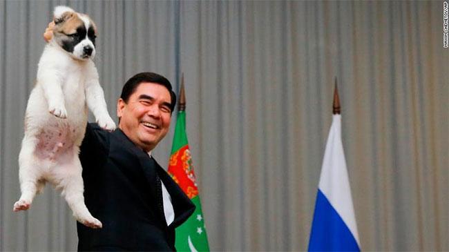 Sau khi Niyazov qua đời năm 2006, nguyên bộ trưởng Y tế Gurbanguly Berdymukhamedov kế nhiệm ông.