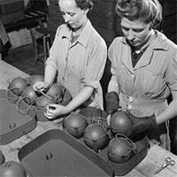 """Kỳ dị lựu đạn như """"keo dính chuột"""" trong Chiến tranh Thế giới thứ 2"""