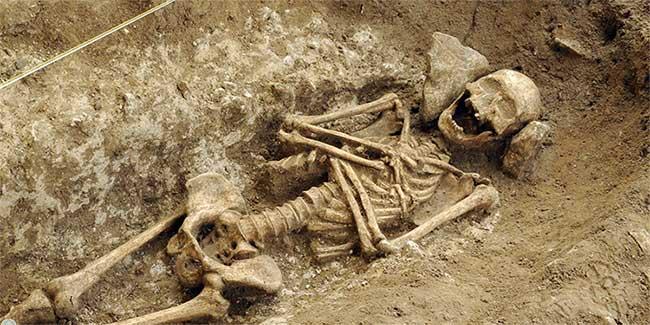 Bộ xương trong quách đá Merovingian