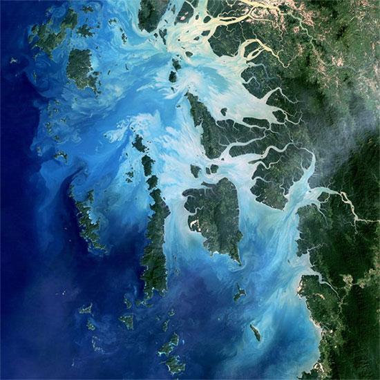 Ảnh vệ tinh chụp Quần đảo Mergui cho thấy sự thay đổi màu nước rõ rệt.