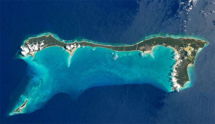 Đảo Cat, Quần đảo Bahamas được chụp từ Trạm Không gian Quốc tế vào năm 2011.