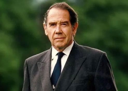 Sir Terence English, bác sĩ phẫu thuật nổi tiếng người Anh
