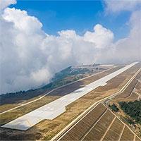 """Sân bay """"trong mây"""" cao 1.770m của Trung Quốc có gì đặc biệt?"""