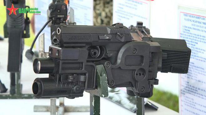 Súng khép góc CornerShot đi kèm súng ngắn Jericho 941